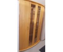 Fából készült vitrin